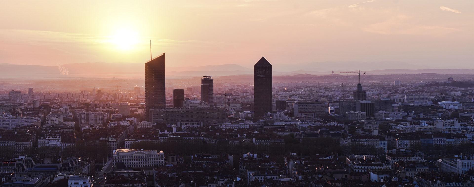 Vue d'un coucher de soleil au dessus de Lyon